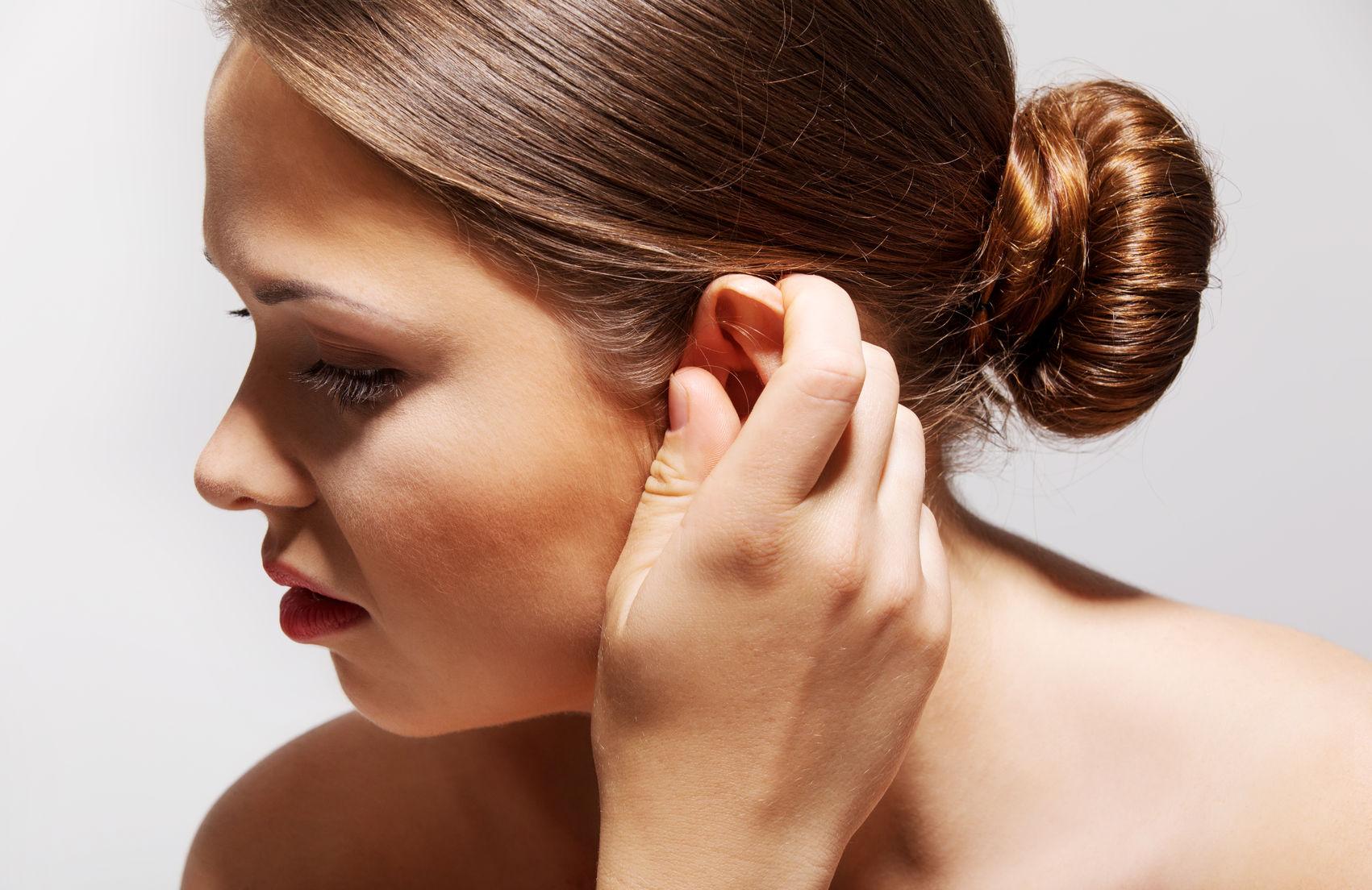 pikkelysömör a fülek mögött hogyan kell kezelni)