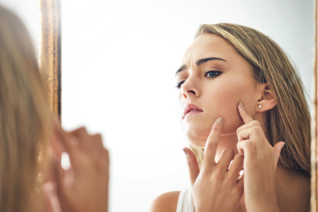 kiütés az arc bőrén vörös foltok formájában felnőtteknél