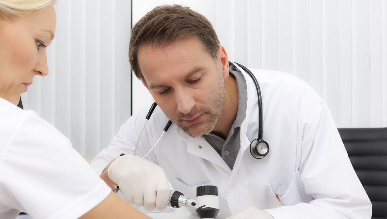 Milyen kenőcsök használhatók a kezek és lábak ekcéma kezelésére