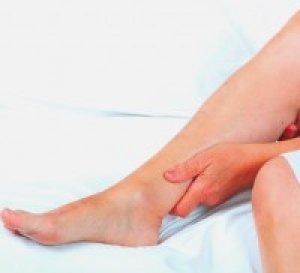 vörös folt a lábra történő ütközés után