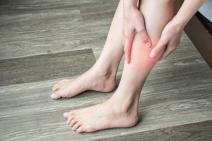 a lábán egy piros folt van a lábujjak közelében