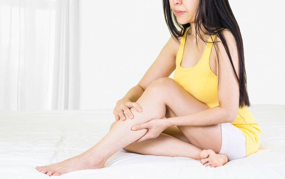 vörös foltok jelentek meg a lábakon és zúzódásként fájtak